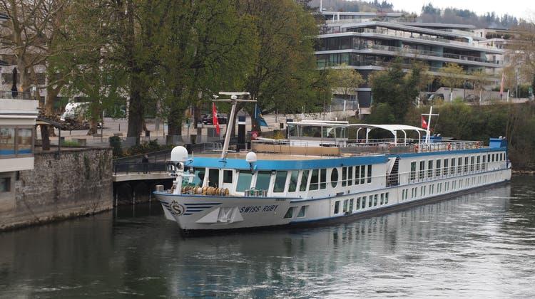 An der Rheinfelder Schifflände hatte das Schiff «Swiss Ruby» angedockt. (Hans Christof Wagner)