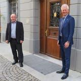 Bremgartens Stadtammann Raymond Tellenbach (rechts) und der Leiter Finanzen, Hans Peter Bäni, vor dem Rathaus. (Marc Ribolla)