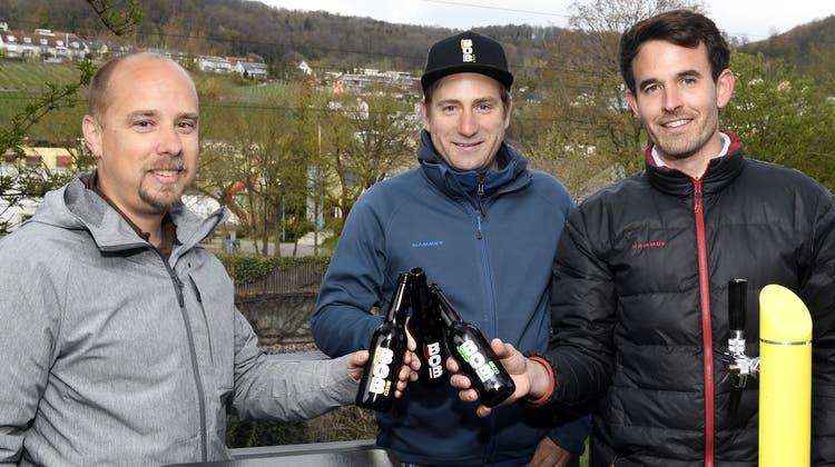 Patrick Oeschger, Pascal Bächli und Daniel Burger (v.l.) brauen das BOB-Bier. (Bild: Alexander Wagner)