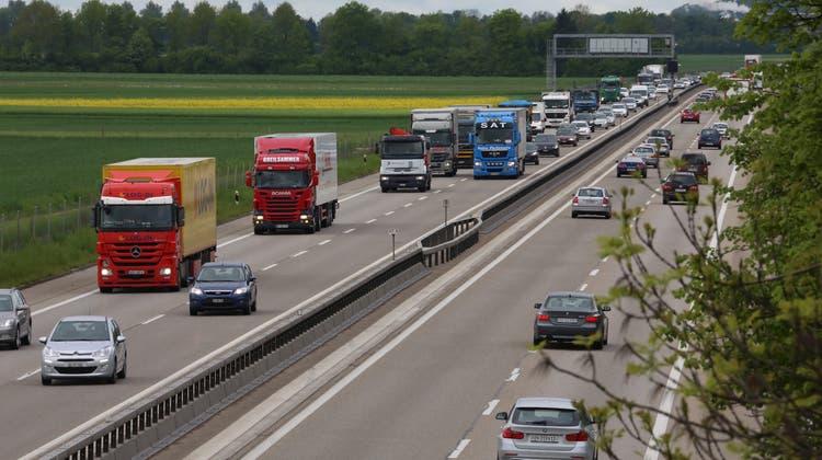 Geplanter Ausbau der Autobahn auf sechs Spuren zwischen Härkingen und Kriegstetten. Im Bild: Oberbuchsiten-Niederbuchsiten. (Hansruedi Aeschbacher)