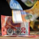 In Basel sind in vielen, aber nicht allen Branchen Löhne von über 23 Franken pro Stunde Standard. Eine Initiative fordert nun einen flächendeckenden Mindestlohn für alle Arbeitnehmenden. (Georgios Kefalas / Keystone)
