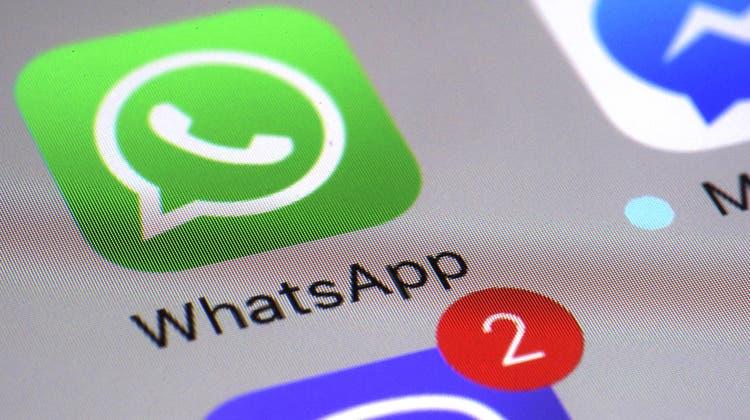 Dank Govware können Ermittler etwa Whatsapp-Chats mitlesen. (Bild: Patrick Sison/AP)