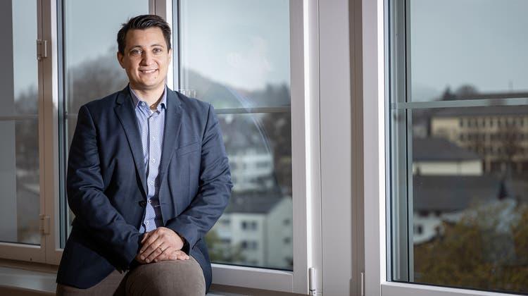 Andreas Schmid (32) im Sitzungszimmer «Himmelsleiterli» im Hünerwadelhaus, wo der Stadtrat die Verwaltung zentralisieren will. (Chris Iseli)
