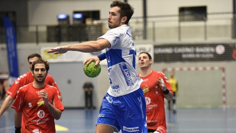 Der Krienser Moritz Oertli (am Ball) ist einer der Spielmacher. (Alexander Wagner/ (Siggenthal, 12. Dezember 2020))