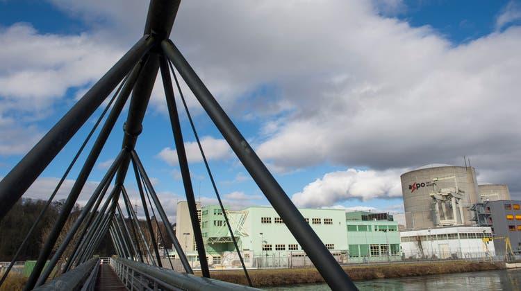 Die Refuna-Brücke neben dem Atomkraftwerk Beznau: In Zukunft sollen die Kundenmit Wärme von einem Holzheizkraftwerk versorgt werden. (Alex Spichale)