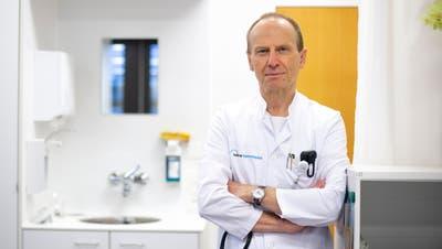 «Die Intensivstationen sind weiterhin stark belastet»: Christoph Henzen, Leiter Department Medizin am Luzerner Kantonsspital. (Bild: Dominik Wunderli (Luzern, 17. Dezember 2020))