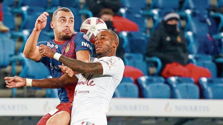 Der gesperrte Arthur Cabral wird dem FC Basel gegen Servette im Kampf um Rang 2 fehlen. Womöglich spielen beide Teams kommende Saison in der Conference League. (Bild: Freshfocus)