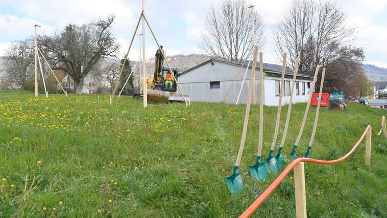 Die neue Unterkunft entsteht direkt neben dem bisherigen Asylpavillon. (Bruno Kissling)