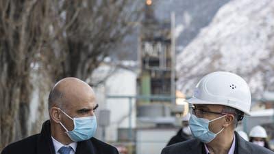 Dan Staner (r.), Europa-Chef von Moderna, mit Gesundheitsminister Alain Berset. (Keystone)