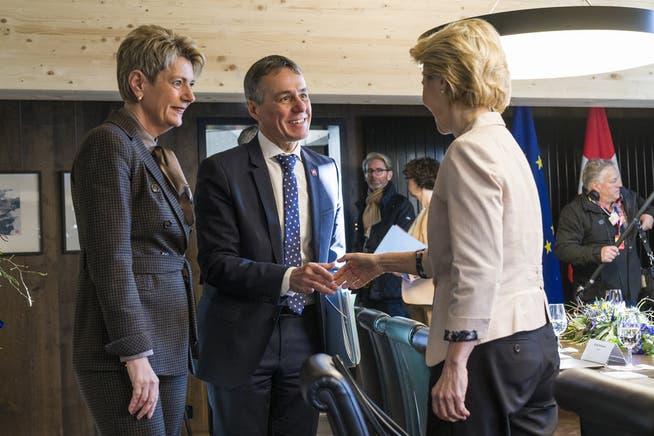 Karin Keller-Sutter und Ignazio Cassis (von links) trafen im Januar 2020 am WEF in Davos EU-Präsidentin Ursula von der Leyen.