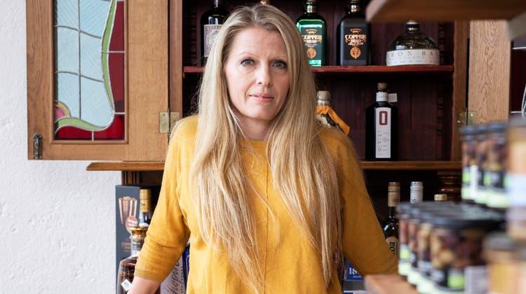 Jusztina Kézdiwill den Schweizern in ihrem neuen Laden Weine aus ihrer Heimat Ungarn näherbringen