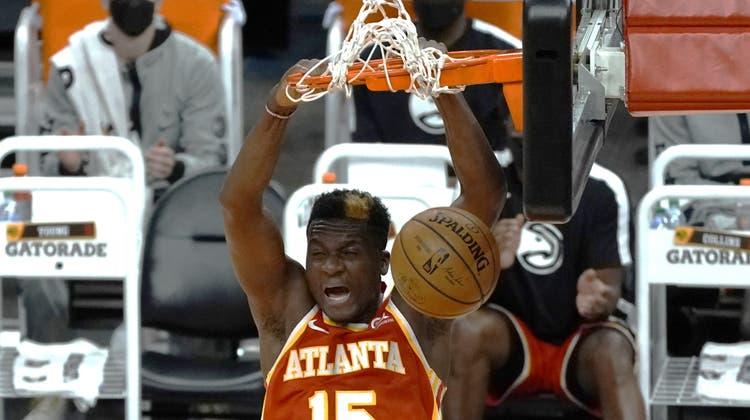 Clint Capela hat sich bei Atlanta durchgesetzt. (Rick Scuteri / AP)