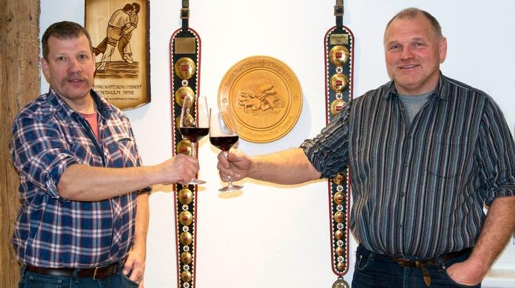 Auf die Zukunft! Jules Gassmann, der neue Präsident des SK Glatt- und Limmattal (links), und sein Vorgänger Stefan Tresch. (Bruno Auf Der Maur)