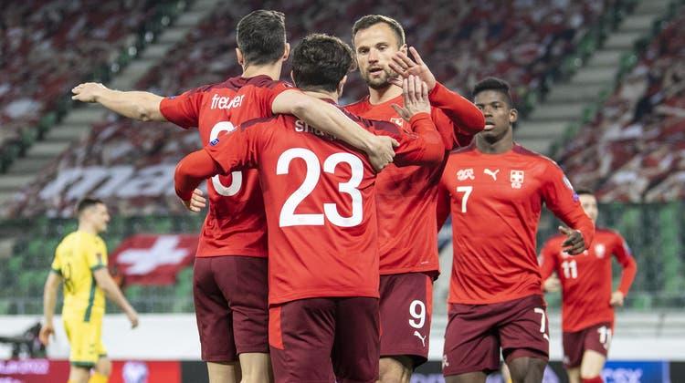 Die Schweizer Nationalmannschaft will an der Europameisterschaft jubeln. (Bild: Ennio Leanza/Keystone)