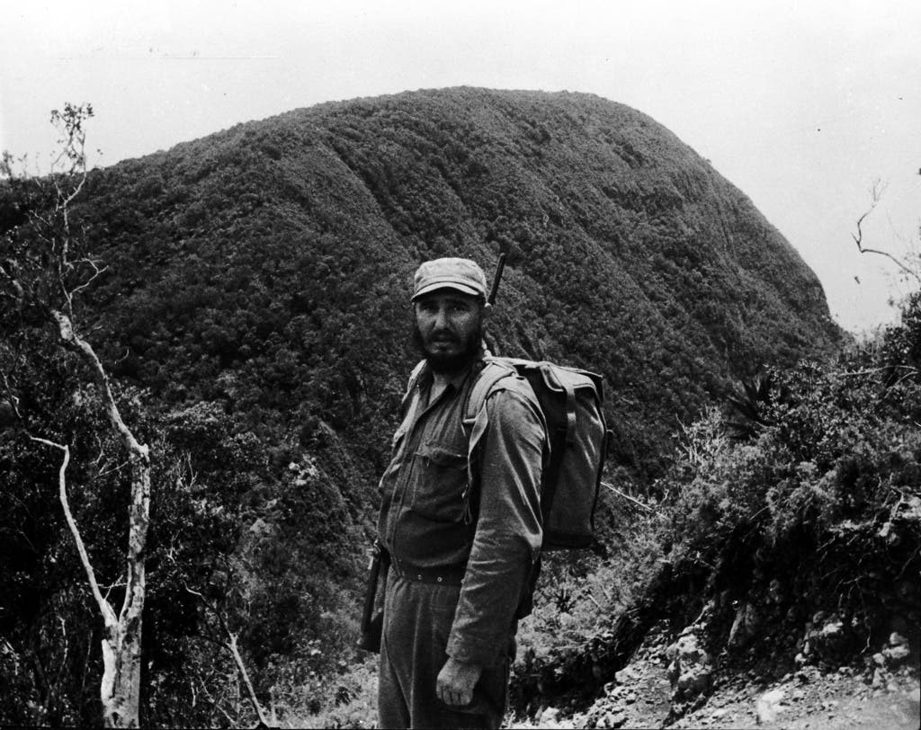 Am ersten 1. Januar 1959 eroberten kubanische Revolutionäre unter der Führung von Castro die Hauptstadt Havanna. Fidel Castro wurde Premierminister – sein Bruder Raul wurde Verteidigungsminister.