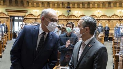 Reist Bundespräsident Guy Parmelin (links) ohne Aussenminister Ignazio Cassis zum Treffen mit EU-Präsidentin Ursula von der Leyen? (Keystone (Bern,9. Dezember 2020))