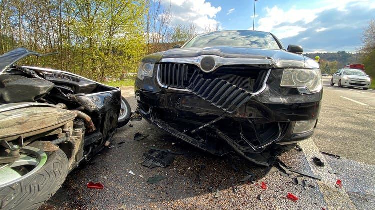 Rheinfelden AG, 16. April:Aufgrund mangelnder Aufmerksamkeit kam es zu einem Auffahrunfall. Dabei wurde eine Rollerfahrerin verletzt. Die Staatsanwaltschaft eröffnete eine Strafuntersuchung. (Kapo AG)