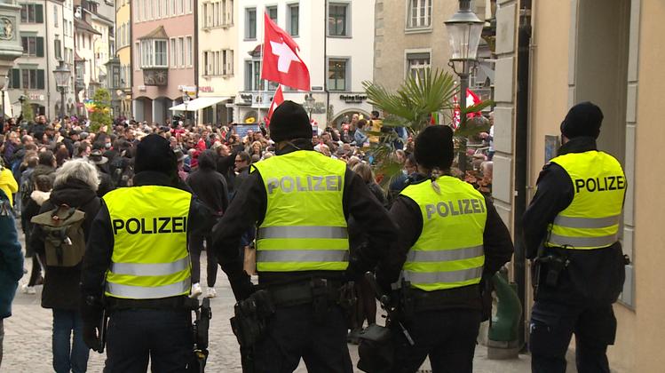 Am Samstag versammelten sich über 900 Demonstrantinnen und Demonstranten in Schaffhausen. (Bild: Keystone)