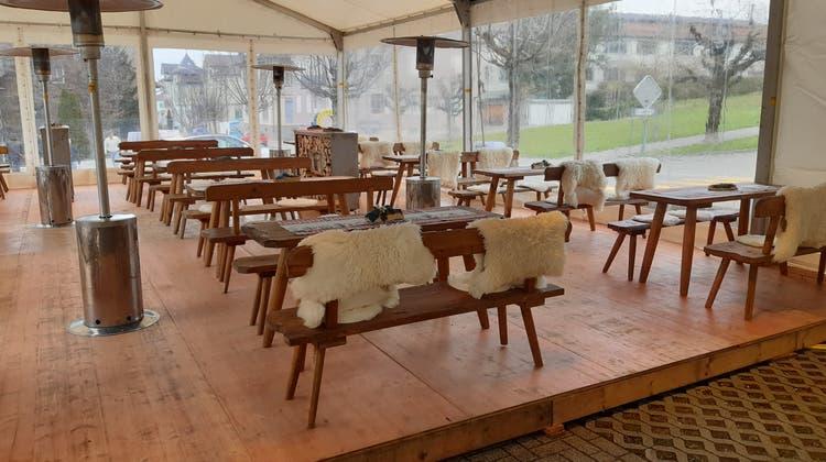 Die Terrasse im«Toggenburgerhof» ist gemütlich eingerichtet. (Bild: Beat Lanzendorfer)