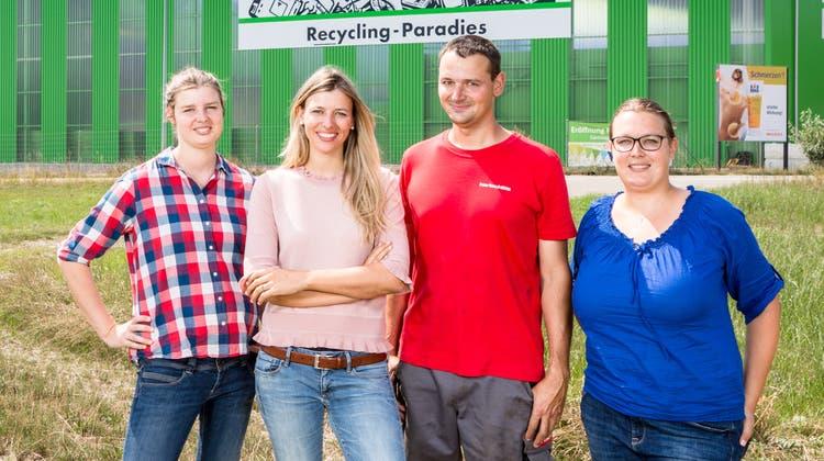 Die Geschwister Olivia Bertschi (Finanzen), Karin Bertschi (Geschäftsführerin), Daniel Bertschi (Leiter Technik) und Sabine Frei (Leiterin Personal) vor dem «Paradies» in Spreitenbach. (Sandra Ardizzone)