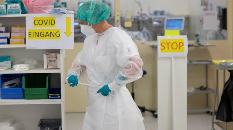 Die Pflege von Covid-Patienten verursacht Mehrkosten, zum Beispiel beim Schutzmaterial. (Alex Spichale)