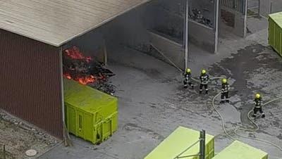 Brennender Bauschutt löst Grosseinsatz der Feuerwehr Kriens aus