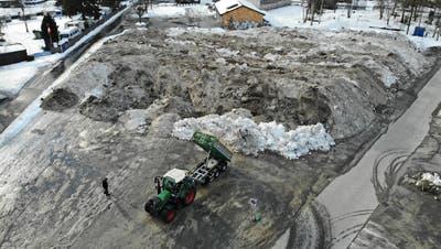 21. Januar 2021: Das Schneedepot auf dem Buchser Marktplatz war rund 3300 Quadratmeter gross, jetzt ist es weg. (Heini Schwendener)