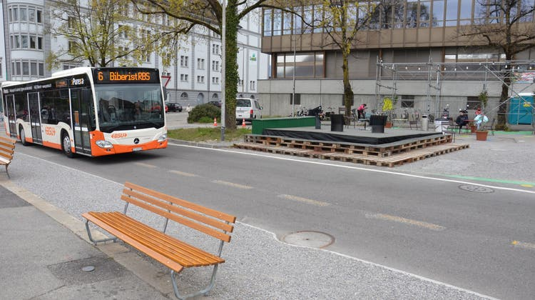 Postplatz: Die Buslinie 6 fährt über den Postplatz (Fabio Vonarburg)