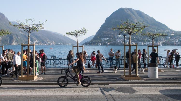 Flanieren am Seeufer von Lugano im April 2021. Wir haben es getan. (Bild: Alessandro Crinari/Keystone)