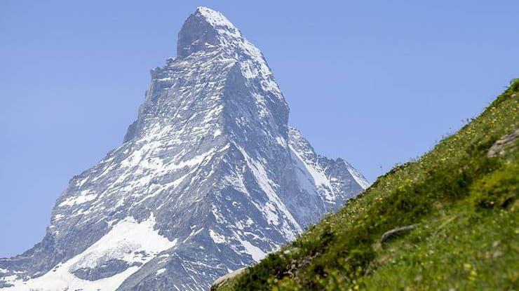 Das Matterhorn ist nicht nur beeindruckend, auch seine Geschichte lockt immer wieder Menschen nach Zermatt, wo man den meistfotografierten Berg der Welt bestaunen kann. (Foto: Keystone)