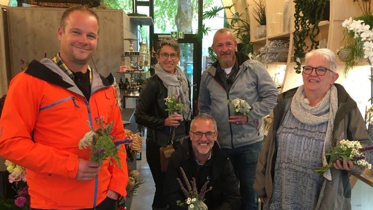 Die fünf Teilnehmer betätigten sich unter anderem in der BlumenwerkstattbeimHof Weissbad. (Bild: PD)