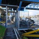 Der Fussweg im Birsfelder Hafen am Rheinufer soll gesperrt werden. (Kenneth Nars)