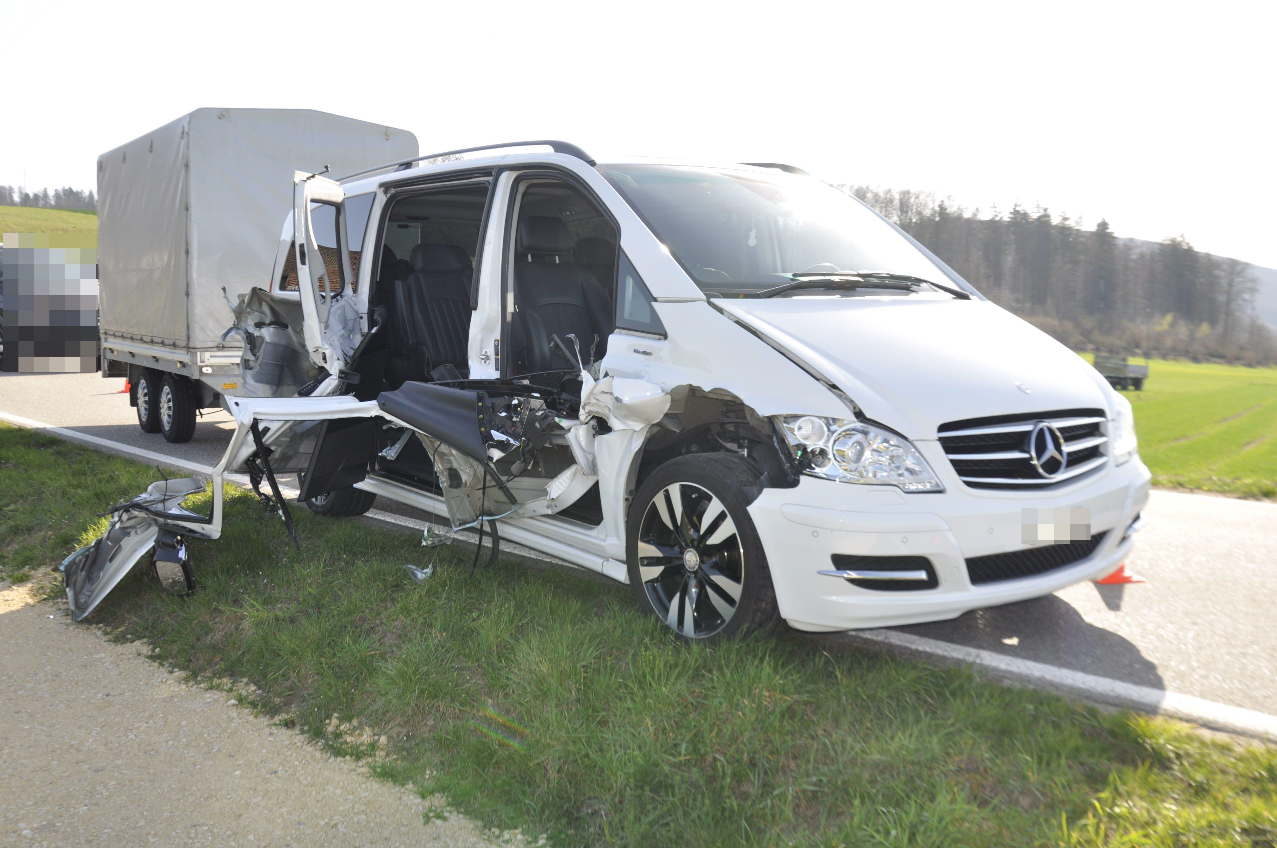 Das Auto wurde an der Seite aufgeschlitzt.