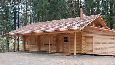 Coronabedingtkonnte die Bürgergemeinde Aadorf vergangenes Jahr ihre Waldhütten, hier die Hütte«Huggenbrunnen», weniger vermieten. ((Bild: ZVG))
