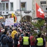 Zuletzt zogen am Samstag mehrere hundert Coronaskeptikerbei einer nicht bewilligten Demonstrationdurch Schaffhausen – im Aargau hoffen die Organisatoren auf eine bewilligte Kundgebung am 8. Mai. (Ennio Leanza / KEYSTONE)