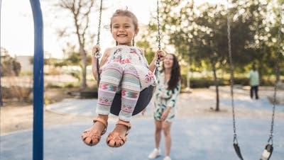 Nannys betreuen Kinder im gewohnten Umfeld und bieten maximale Flexibilität. (Bild: Getty)