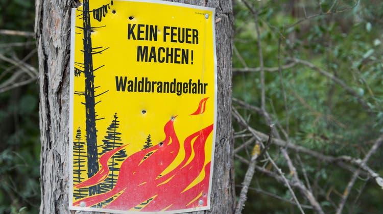Eine Folge von übermässiger Hitze: Waldbrandgefahr. (Bild: Keystone)