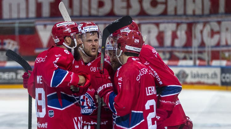 Ein wegweisender Treffer zum dritten Sieg gegen Lugano: Rapperswil-Jona bejubelt das 2:0 von Stürmer Nando Eggenberger. (Bild: Patrick B. Kraemer / Keystone)