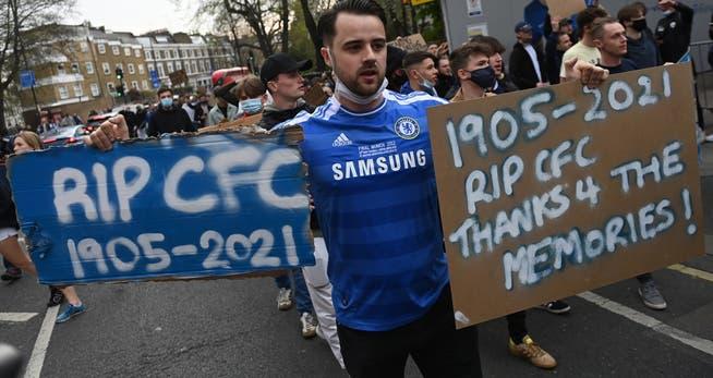 Los fanáticos del Chelsea protestaron contra la Premier League antes del partido de la Premier League contra Brighton, aparentemente exitoso.
