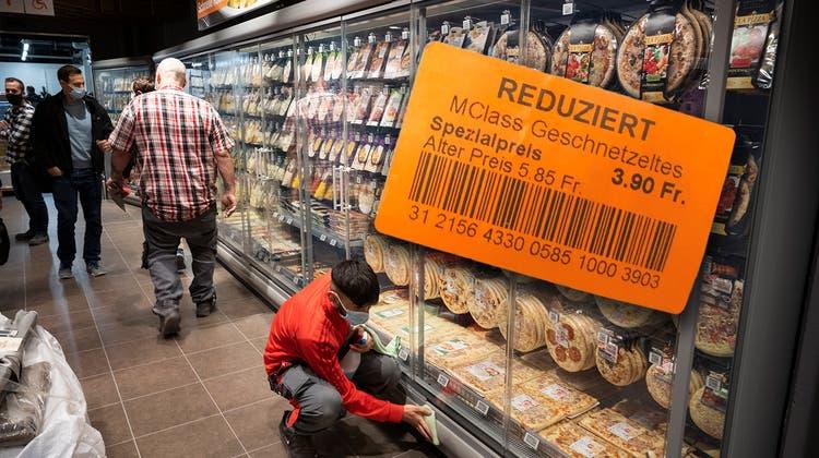 Die Waren bekommen einen neuen EAN-Code mit dem neuen Preis (cri)