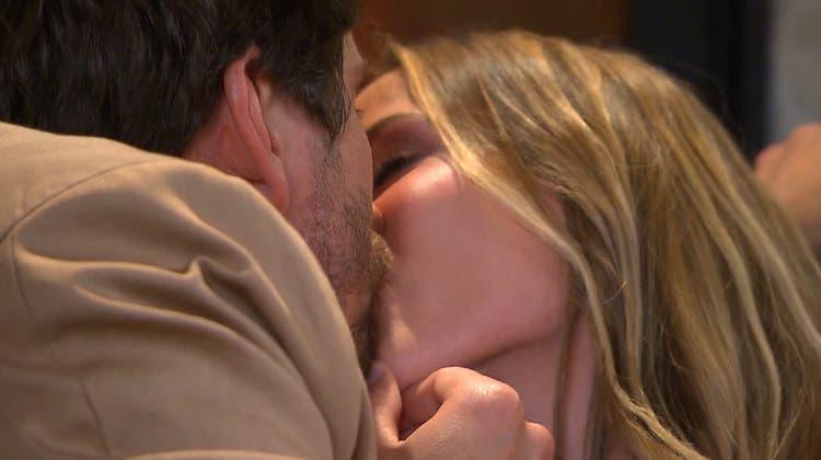 In der neuen Staffel: «Die Bachelorette» Dina Rossi kommt einem «ihrer» Männer näher. (3+)