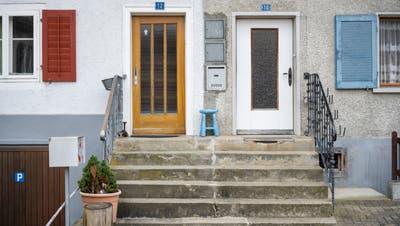Noch heute zeugen die Doppeltüren an zahlreichen Häusern in Lengnau und Endingen von der jüdischen Geschichte im Surbtal. (Alex Spichale)