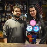 Die Bar Manhattan in Rheinfelden kämpft weiterhin ums Überleben. Die Lockerungen mit der Terrassenöffnung bringen den Betreibern Rafael Makrini und Manuela Kläui nichts. (Nadine Böni / Aargauer Zeitung)