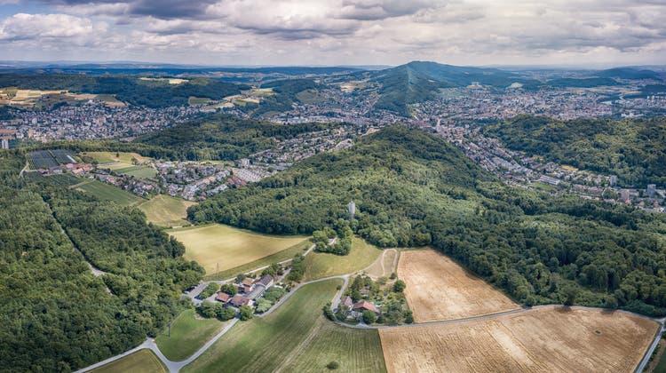 Eine Luftaufnahme der Baldegg in Baden mit dem Wasserturm in der Mitte. (zvg/Laurent Garmatter)