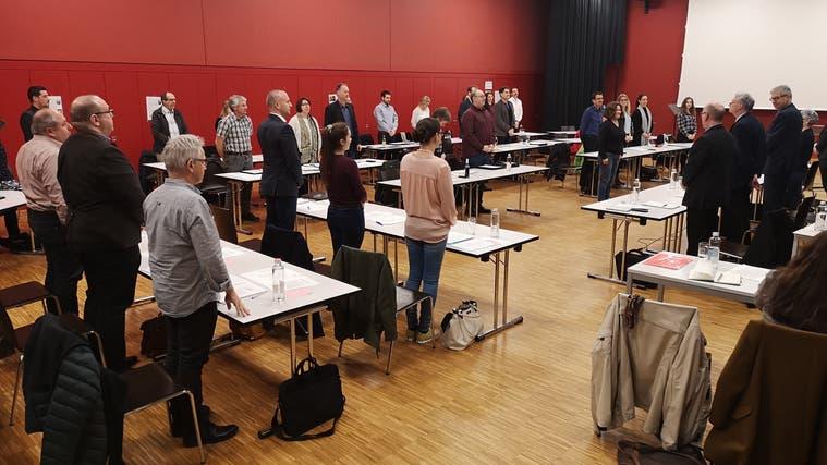 Einwohnerrat Lenzburg: An der Sitzung vom März 2020 wurden die Tische auseinandergerückt. (Urs Helbling / Aargauer Zeitung)
