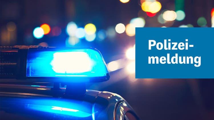 Nach Verkehrsunfall mit Velofahrer: Polizei sucht grüner Personenwagen mit Tiertransport-Anhänger