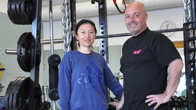 Zahanna und Sandro Comolli von der Combi Fit AG in Zufikon bedauern die verlorenen vier Monate, geben jetzt aber Vollgas. (Nathalie Wolgensinger)