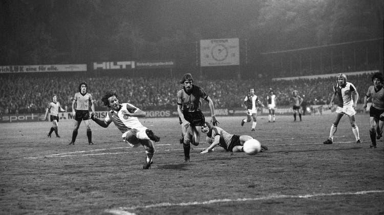 Raimondo Ponte (l.) war für GC ein Torgarant. Hier in einem Uefa-Cup-Spiel gegen Ipswich Town 1979 (Str / KEYSTONE)