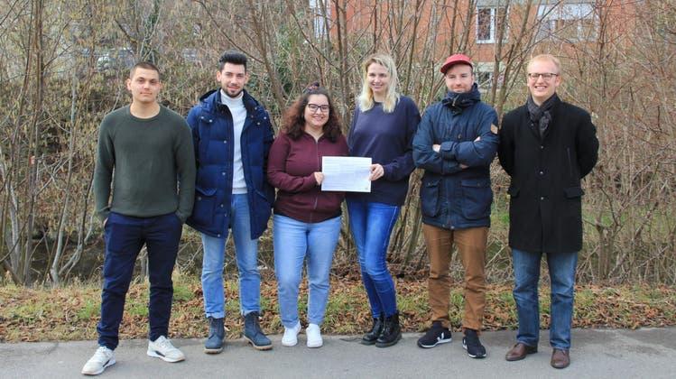 Das Initiativkomitee besteht aus den sechs Jungpolitikern Matteo Patrizio Casanova, Philipp Sanchez (SP), Aurora Melo Moura (SP), Katharina Kiwic (SP), Johannes Küng (SP) und Silvan Fischbacher (SP). (zvg)