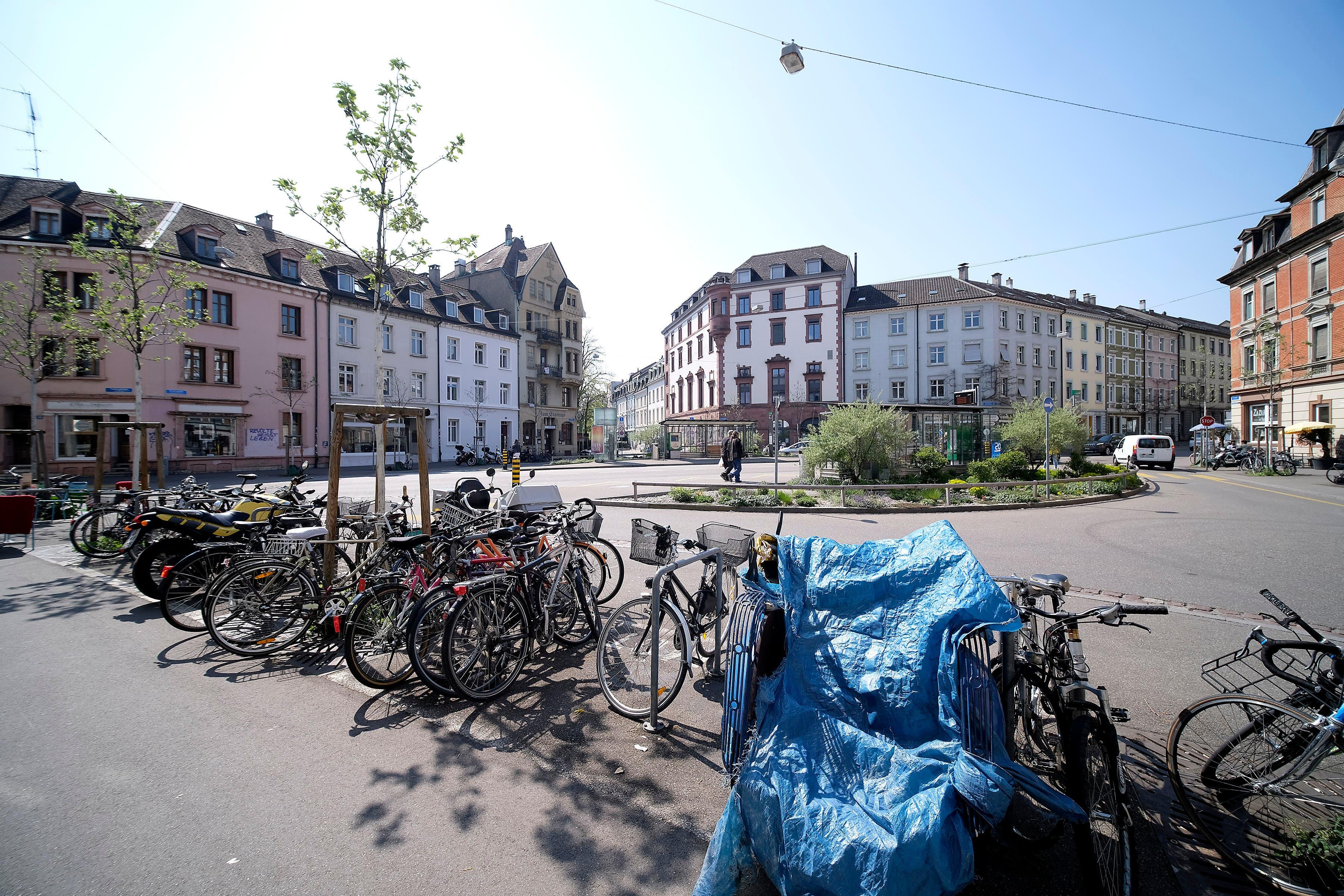 Rund um den Erasmusplatz stehen immer viele Velos.